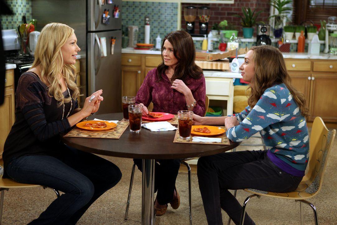Dee Dee (Lauren Lapkus, r.) amüsiert sich prächtig, als Chelsea (Laura Prepon, l.) und ihre Schwester Sloane (Chelsea Handler, M.) sind wegen Matt... - Bildquelle: Warner Brothers