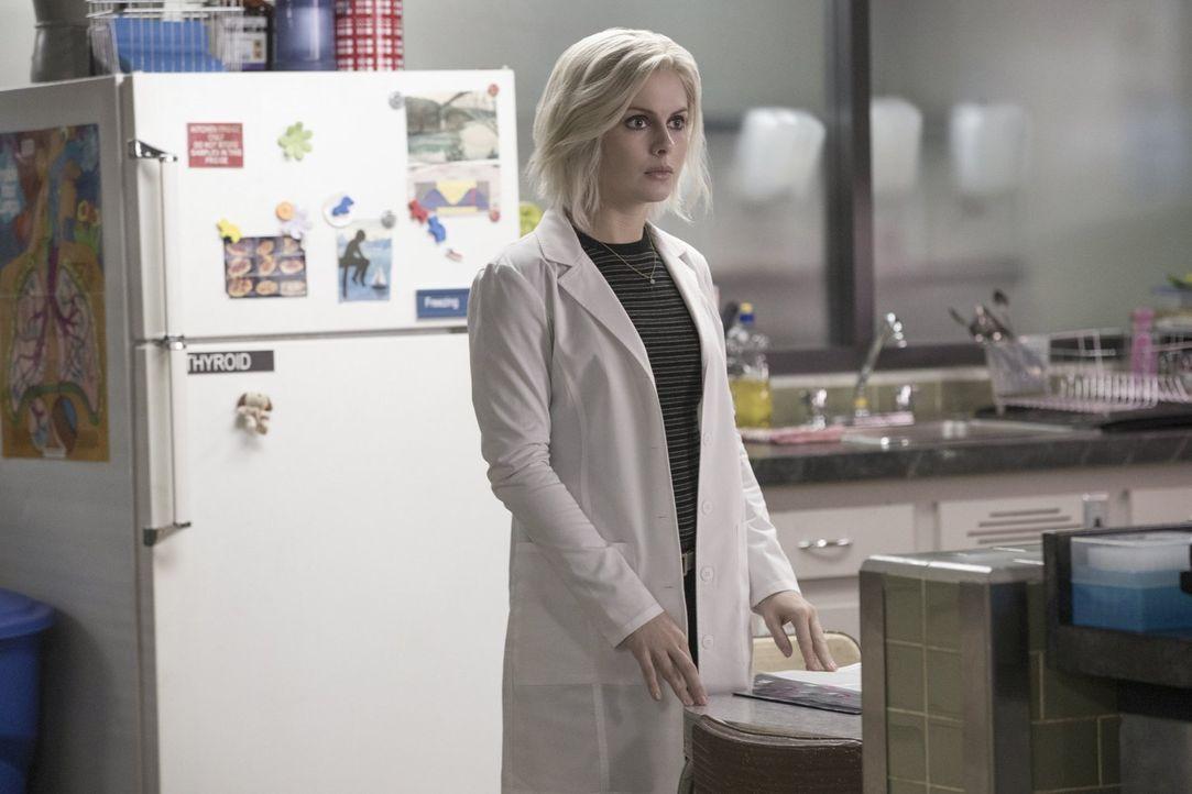 Während Ravi, Blaine und Peyton sich in einem Wirrwarr aus Gefühlen befinden, macht Liv (Rose McIver) eine Entdeckung die Zombie-Morde betreffend ..... - Bildquelle: 2017 Warner Brothers