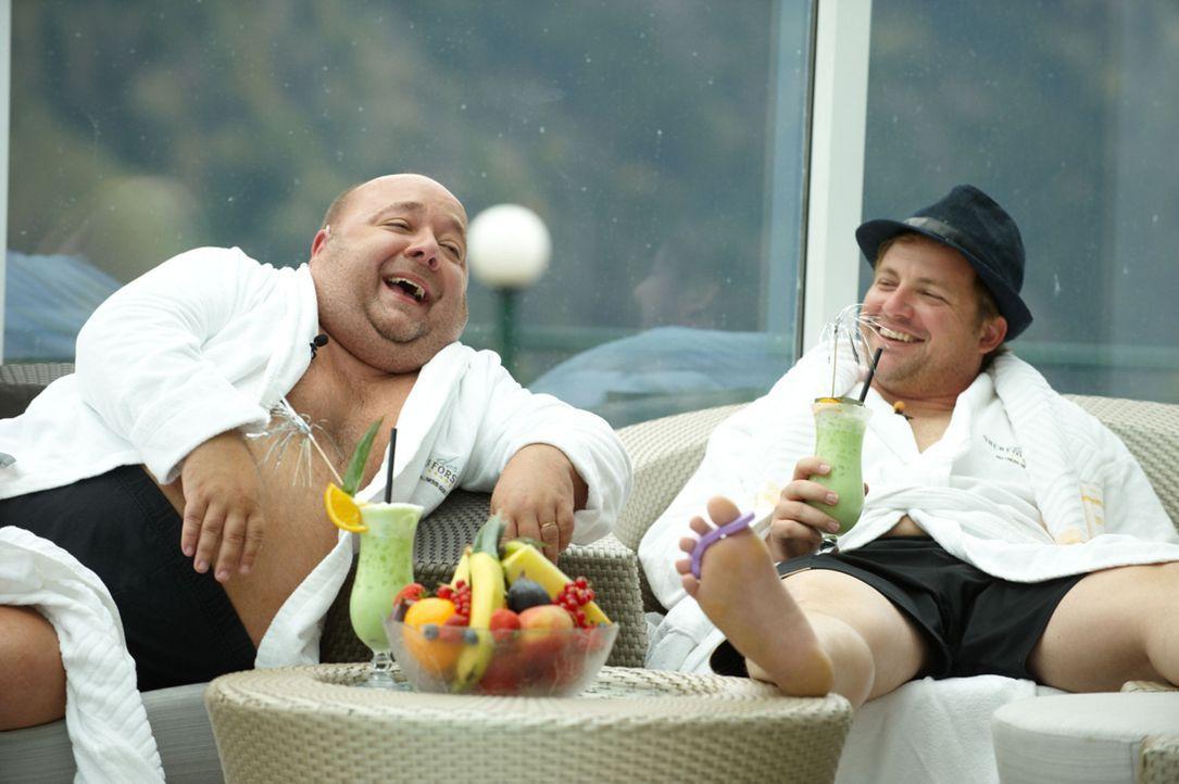 Um seine Internetbekanntschaft zu treffen, reist Jürgen mit Dirk (l.) und Martin (r.) nach Österreich und verbindet den Trip mit einem Kurzurlaub ..... - Bildquelle: Walter Wehner SAT.1