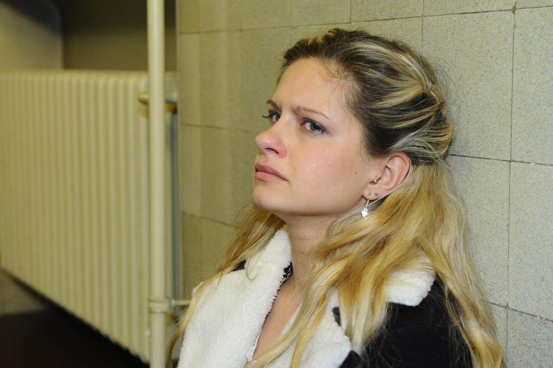 Weiß nicht mehr weiter und flüchtet aus der Situation: Mia (Josephine Schmidt) ... - Bildquelle: SAT.1