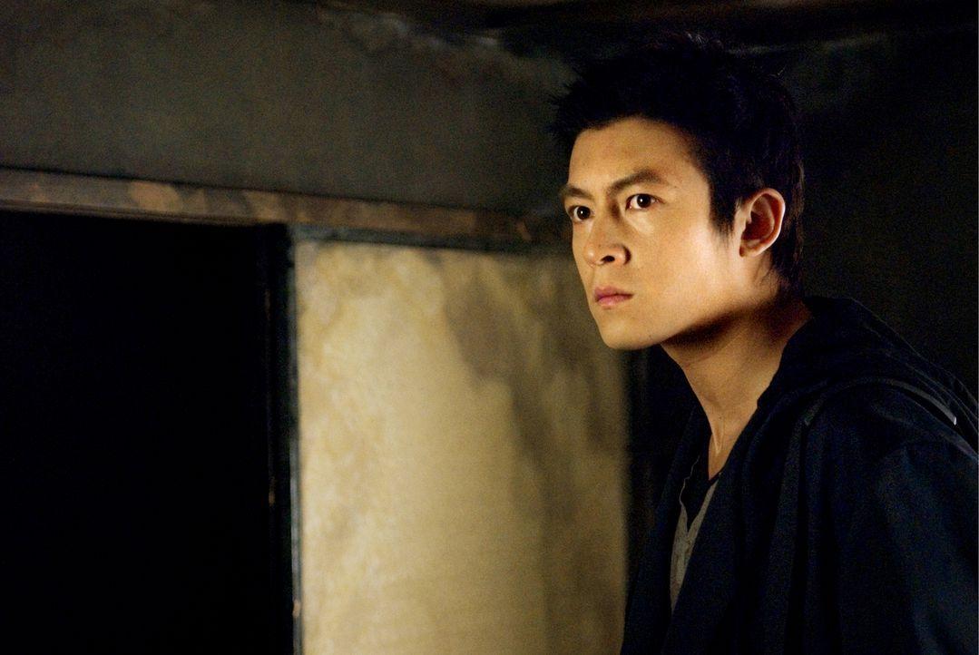 Der Journalist Eason (Edison Chen) versucht schon seit langem hinter das Geheimnis des Fluches zu kommen, um dann endlich den Bann brechen zu können... - Bildquelle: Ghost House Pictures