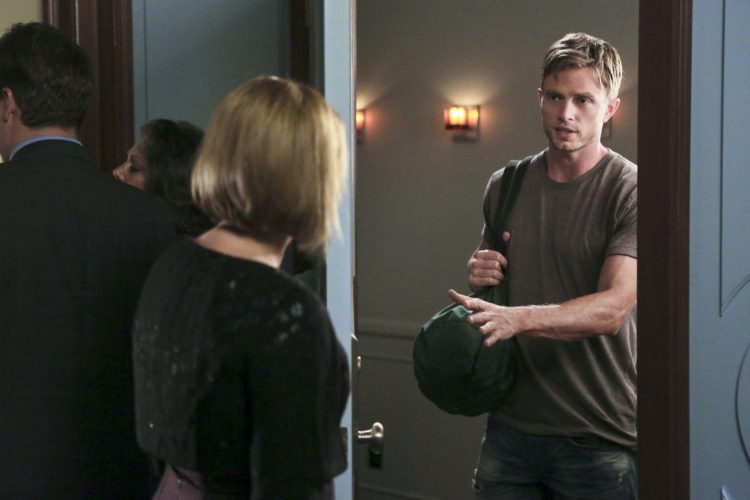 Wade (Wilson Bethel, r.) sucht das Gespräch mit Candice (JoBeth Williams, l.). Wird das etwas ändern? - Bildquelle: 2014 Warner Brothers