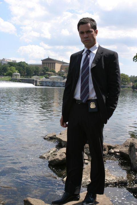 Der aktuelle Fall bereitet Det. Scott Valens (Danny Pino) und seinen Kollegen Kopfzerbrechen ... - Bildquelle: Warner Bros. Television