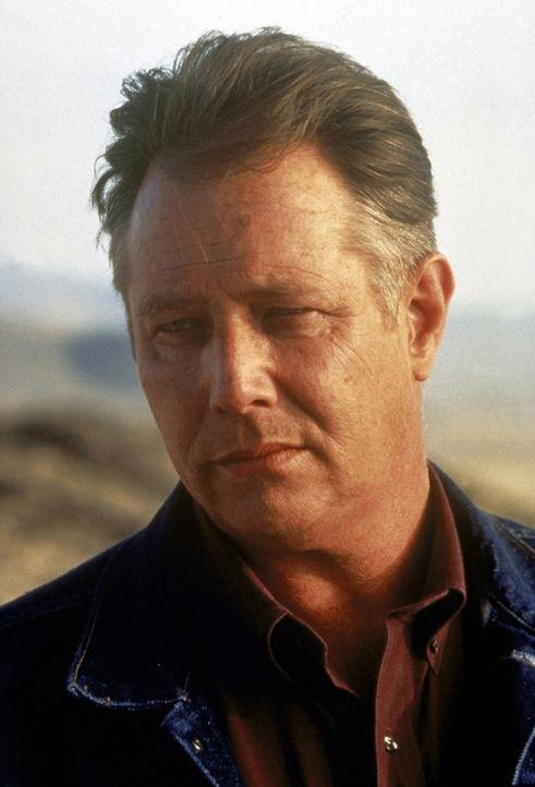 Der zwielichtige Trucker Red Barr (J. T. Walsh) behauptet, Amy und Jeff noch nie gesehen zu haben ... - Bildquelle: Paramount Pictures
