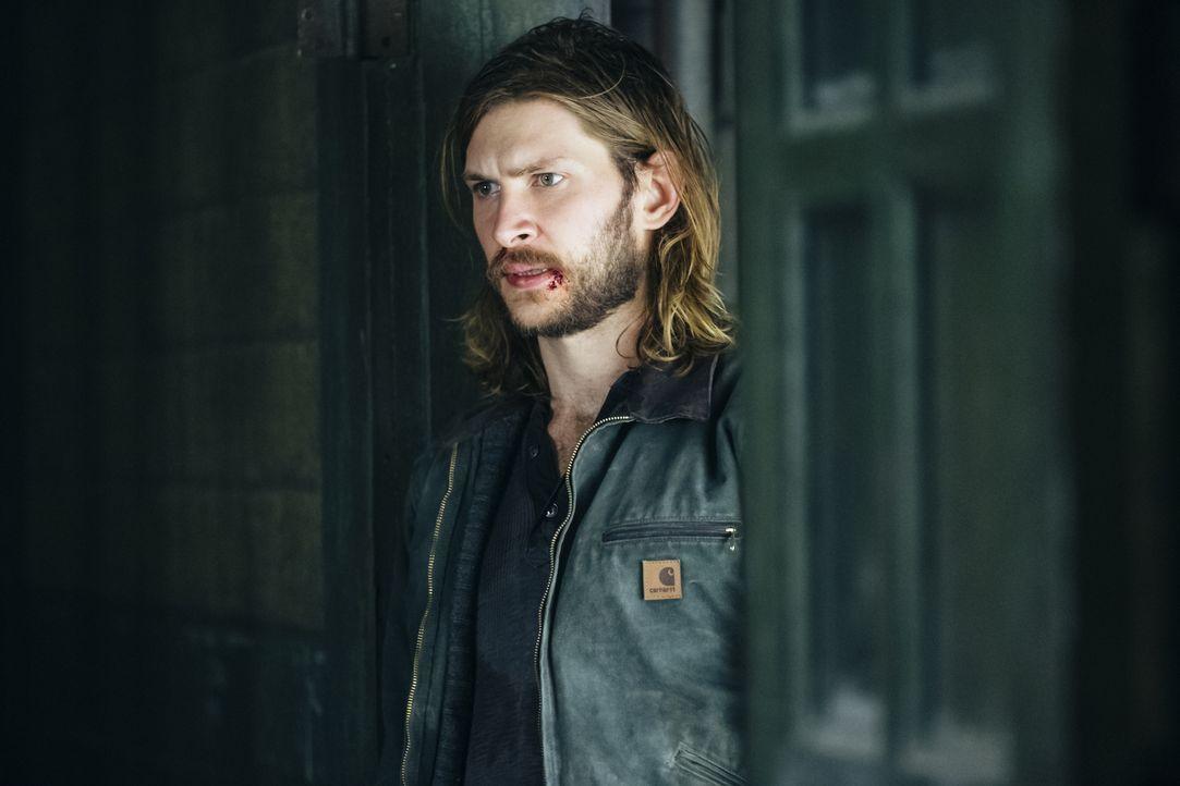Um einem Freund zu helfen, stellt sich Clay (Greyston Holt) dessem Entführer entgegen und muss erkennen, dass dieser Mann stärker ist als erwartet .... - Bildquelle: 2016 She-Wolf Season 3 Productions Inc.