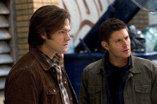 Supernatural - Verzweifelt versucht Dean (Jensen Ackles, r.), seinen Bruder z...