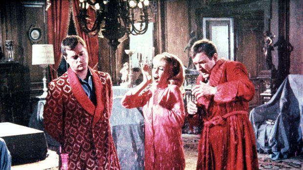 Tony (Larry Hagman, l.) und Roger (Bill Daily, r.) glauben, dass der Spuk auf...