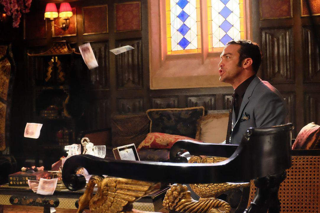 König Cyrus (Jake Maskall) lässt nichts unversucht, um das Vermächtnis von König Simon zu zerstören ... - Bildquelle: 2015 E! Entertainment Media LLC/Lions Gate Television Inc.