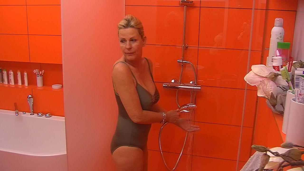 Tag2_Anja_duscht