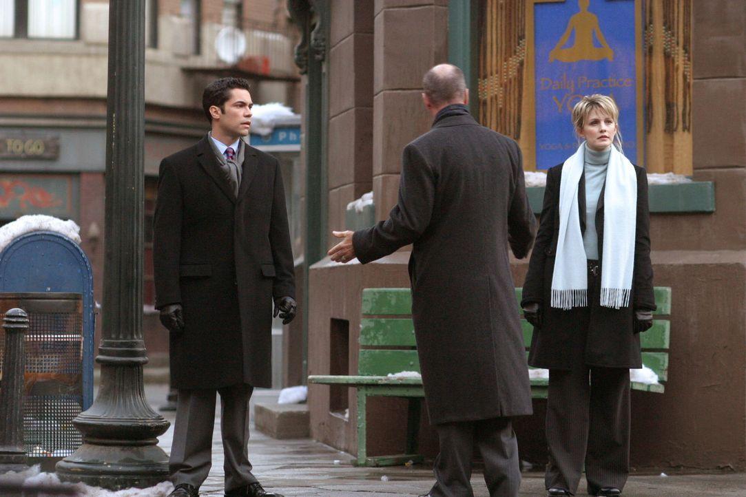 Det. Lilly Rush (Kathryn Morris, r.), Det. Scott Valens (Danny Pino, l.) und Lt. John Stillman (John Finn, M.) sind sich nicht einig, wie sie nun we... - Bildquelle: Warner Bros. Television