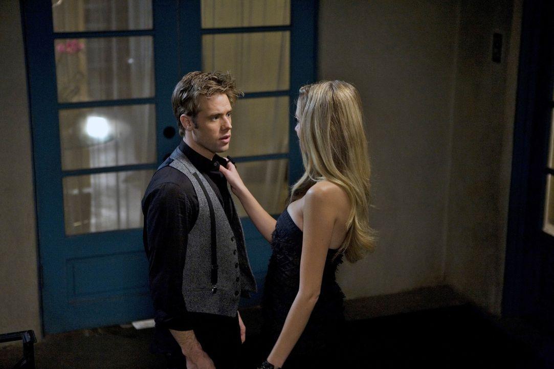 Wie weit geht David (Shaun Sipos, l.) für sein Restaurant - verkauft er sich an Morgan (Melissa Ordway, r.)? - Bildquelle: 2009 The CW Network, LLC. All rights reserved.