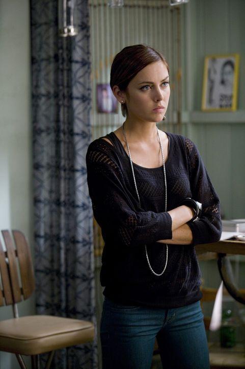 Silver (Jessica Stroup) ist durch die Krankheit wach gerüttelt worden und hat beschlossen ihrer Mutter die Vergangenheit zu verzeihen. - Bildquelle: TM &   CBS Studios Inc. All Rights Reserved