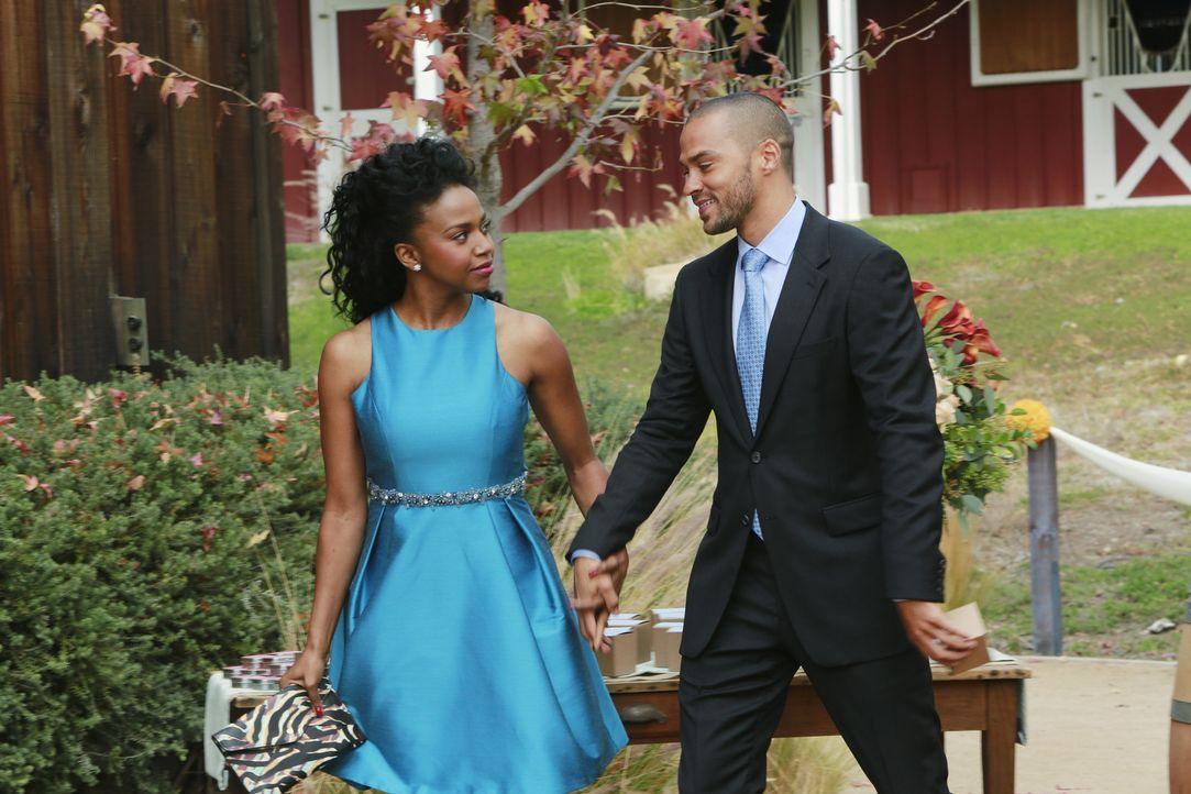 Während der Trauung erkennt Jackson (Jesse Williams, r.) für wen sein Herz tatsächlich schlägt - und dies ist nicht Stephanie (Jerrika Hinton, l... - Bildquelle: ABC Studios