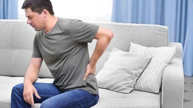 Was kaum einer weiß: Rückenschmerzen lassen sich oftmals schon durch eine aus...