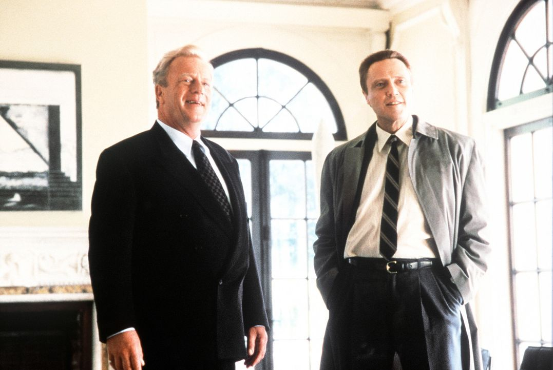 Der Multimillionär Alexander T. Hope (Jack Thompson, l.) schickt seinen Bruder Raymond (Christopher Walken, r.) auf die Suche nach seiner entführt... - Bildquelle: Columbia Pictures