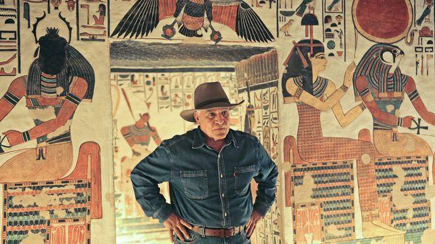 Um auf seiner Suche nach Kleopatra einen Schritt weiterzukommen, tauscht sich...