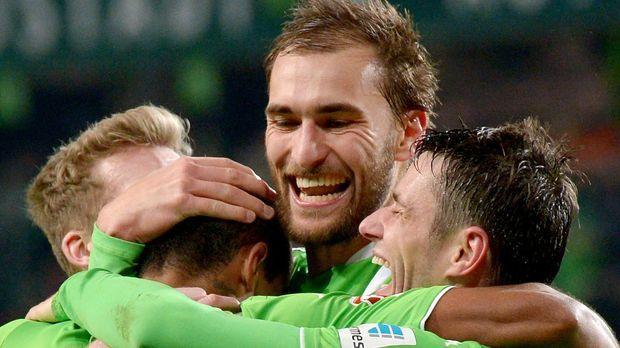 VfL-Wolfsburg-Bas-Dost-Schuerrle-Gustavo © dpa