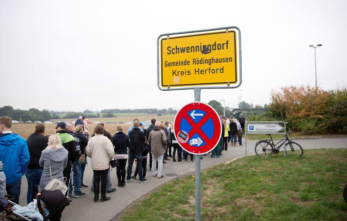 Riesiger Ticketansturm - Bildquelle: imago/Noah Wedel