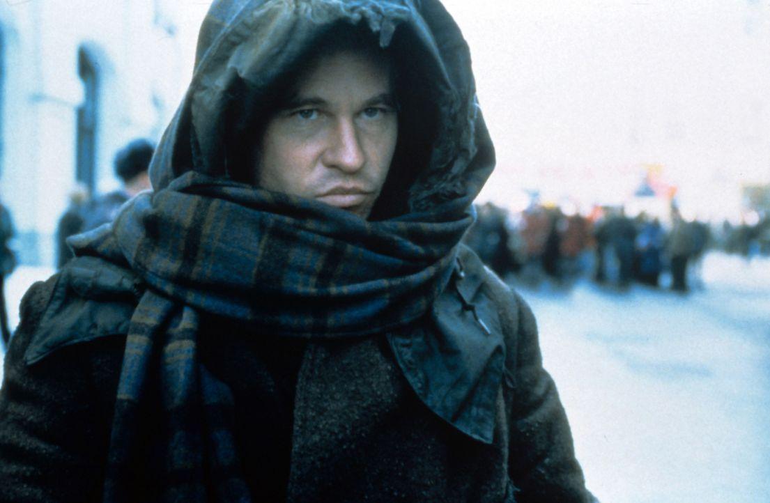 Als Decknamen trägt der intelligente Meisterdieb Simon Templar (Val Kilmer) ausschließlich Namen von Heiligen ... - Bildquelle: Paramount Pictures