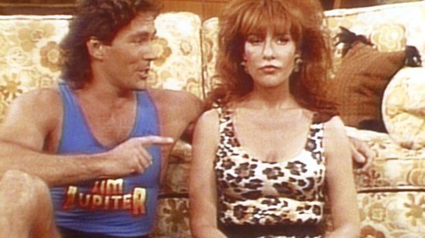 Der Aerobic-Star Jim Jupiter (Tom Lahm, l.) will Peggy (Katey Sagal, r.) wied...