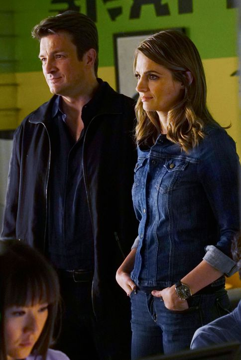 Ein neuer Fall beschäftigt Castle (Nathan Fillion, l.) und Beckett (Stana Katic, r.) ... - Bildquelle: ABC Studios