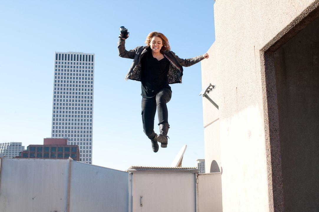 Muss alles riskieren, um eine Kommilitonin zu beschützen: Molly (Miley Cyrus) ... - Bildquelle: Saeed Adyani Bluefin Productions LLC