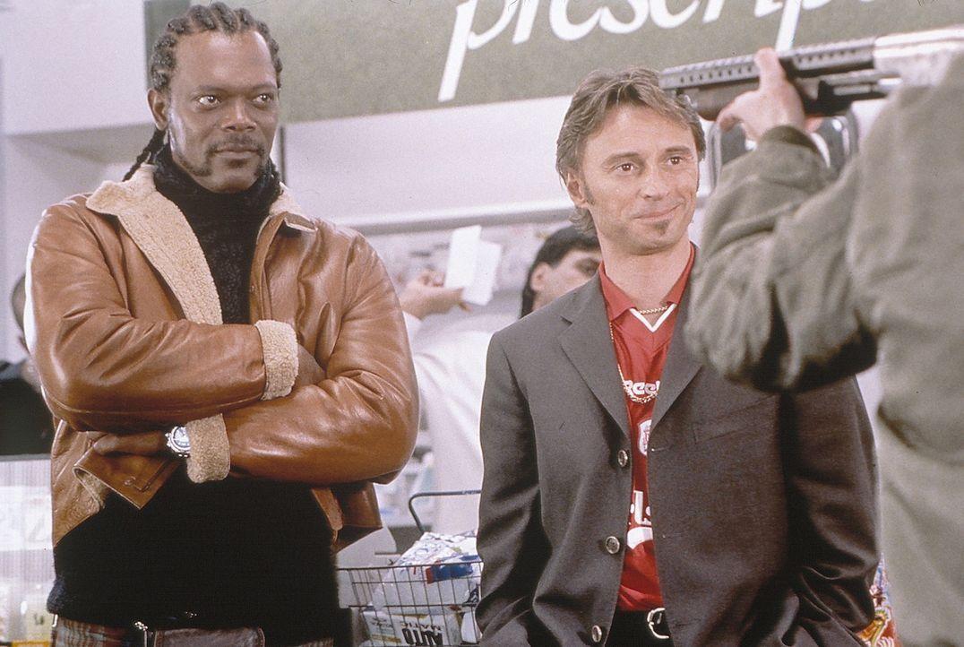 Um seine neue Formel für eine Überdroge einem Drogenbaron zu verkaufen, macht sich Elmo McElroy (Samuel L. Jackson, l.) nach Liverpool auf. Dort w... - Bildquelle: Alliance Atlantis Communications