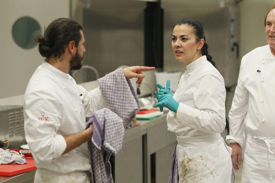 """Die """"Hell's Kitchen""""-Kochlehrlinge Manuel Cortez (l.), Lady Bitch Ray (M.) und Klaus (r.) geben ihr Bestes - doch wird Frank Rosin damit zufrieden s... - Bildquelle: Guido Engels SAT.1"""