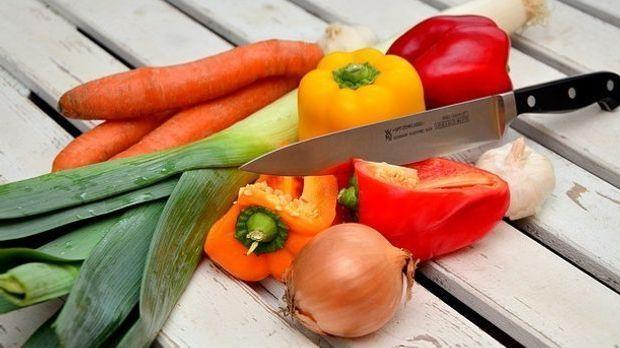 Gemüse und Messer