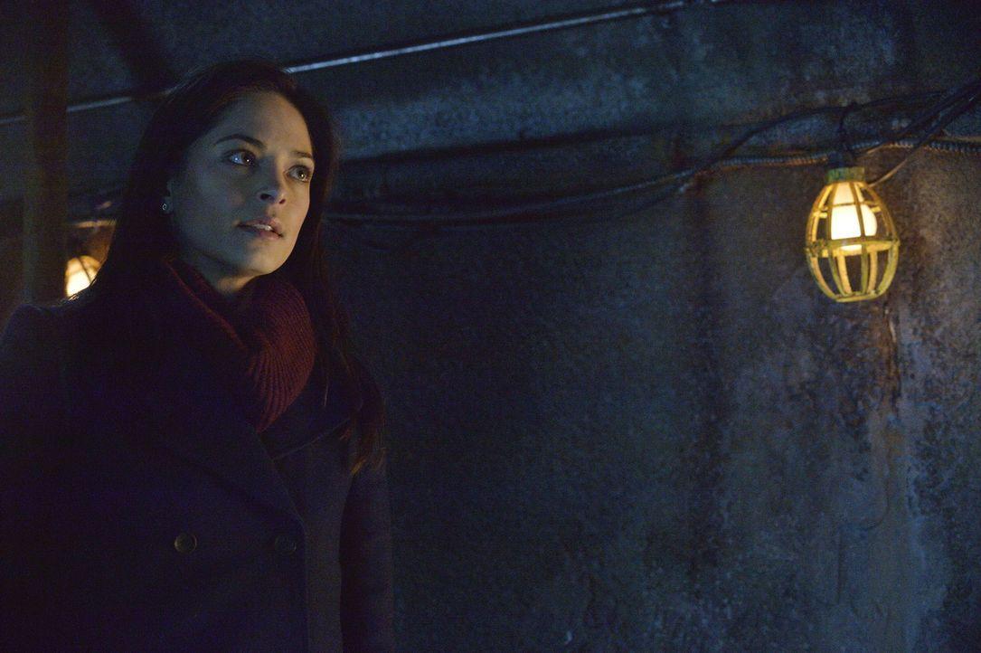 Nachdem Tess in der Kanalisation Vincent angeschossen hat, beschließen Catherine (Kristin Kreuk), ihr die ganze Wahrheit zu erzählen ... - Bildquelle: 2013 The CW Network, LLC. All rights reserved.