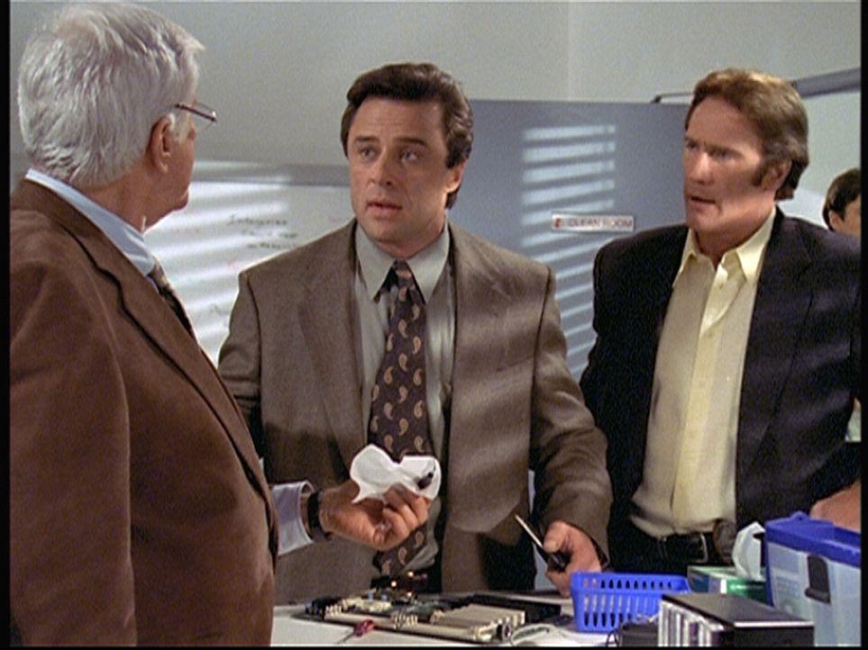 Mark (Dick Van Dyke, l.) und Steve (Barry Van Dyke, r.) wundern sich über Reggie (Joe Penny, M.), der psychische Probleme zu haben scheint. - Bildquelle: Viacom
