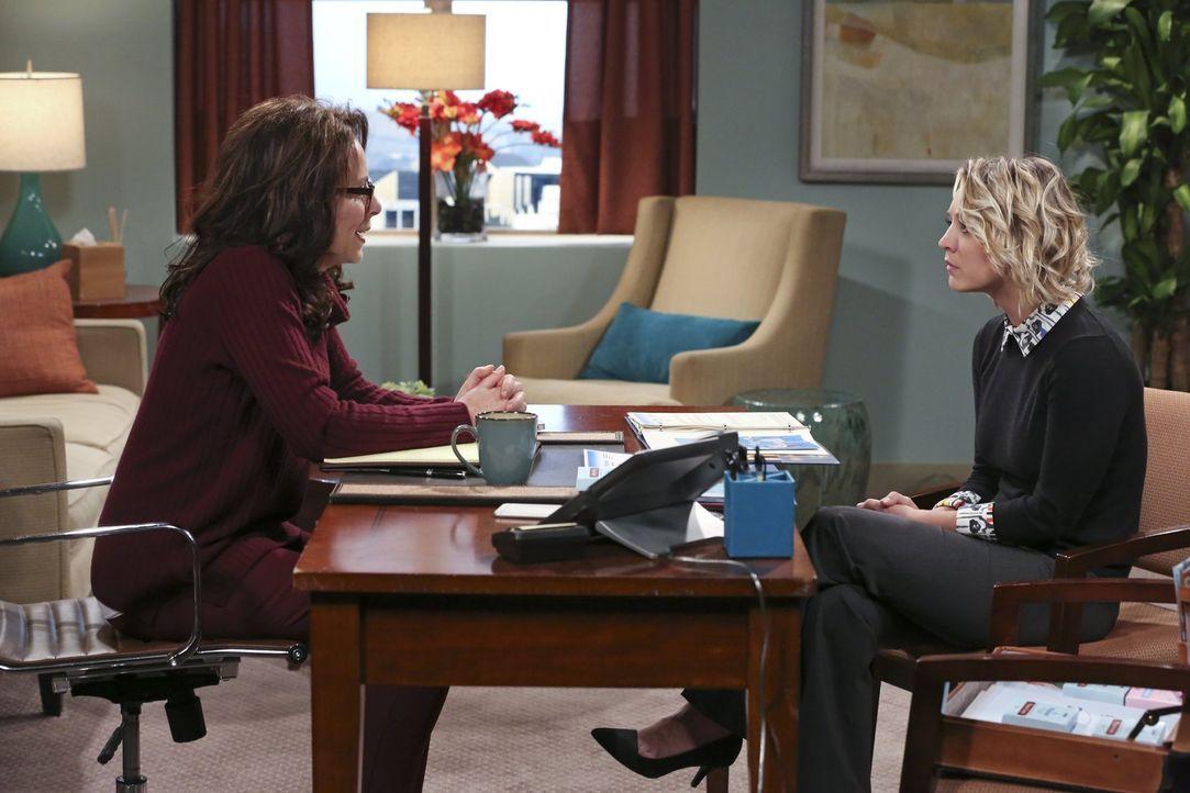 Eigentlich wollte Penny (Kaley Cuoco) die Psychologin Dr. Gallo (Jane Kaczmarek, l.) nur als neue Kundin gewinnen, doch erfährt sie nebenbei so manc... - Bildquelle: 2015 Warner Brothers