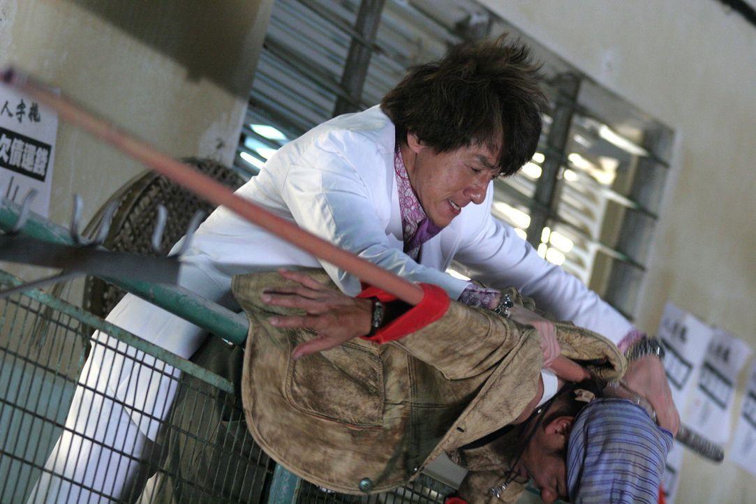 Hat immer ein paar verblüffende Tricks auf Lager: Einbrecher Thongs (Jackie Chan) ...