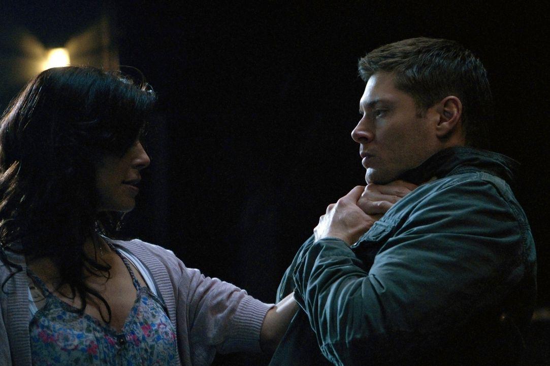 Gelingt es Dean (Jensen Ackles, r.), seine Ex-Freundin Lisa (Cindy Sampson, l.) vor den Dämonen und sich selbst zu schützen? - Bildquelle: Warner Bros. Television