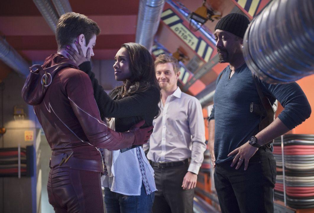 Wenn Barry alias The Flash (Grant Gustin, l.) eine Entscheidung trifft, beeinflusst das auch die Leben von Iris (Candice Patton, 2.v.l.), Eddie (Ric... - Bildquelle: Warner Brothers.