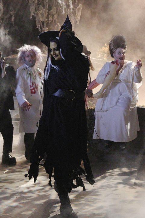 Halloween steht bevor und Marika (Lauren Ash) will gemeinsam mit ihren Freundinnen eine weitere Super Fun Night erleben. Doch dann läuft mal wieder... - Bildquelle: Warner Brothers