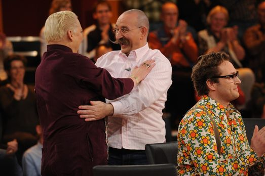 Hella von Sinnen (l.) freut sich mit Horst Lichter (M.) über die richtige Bea...
