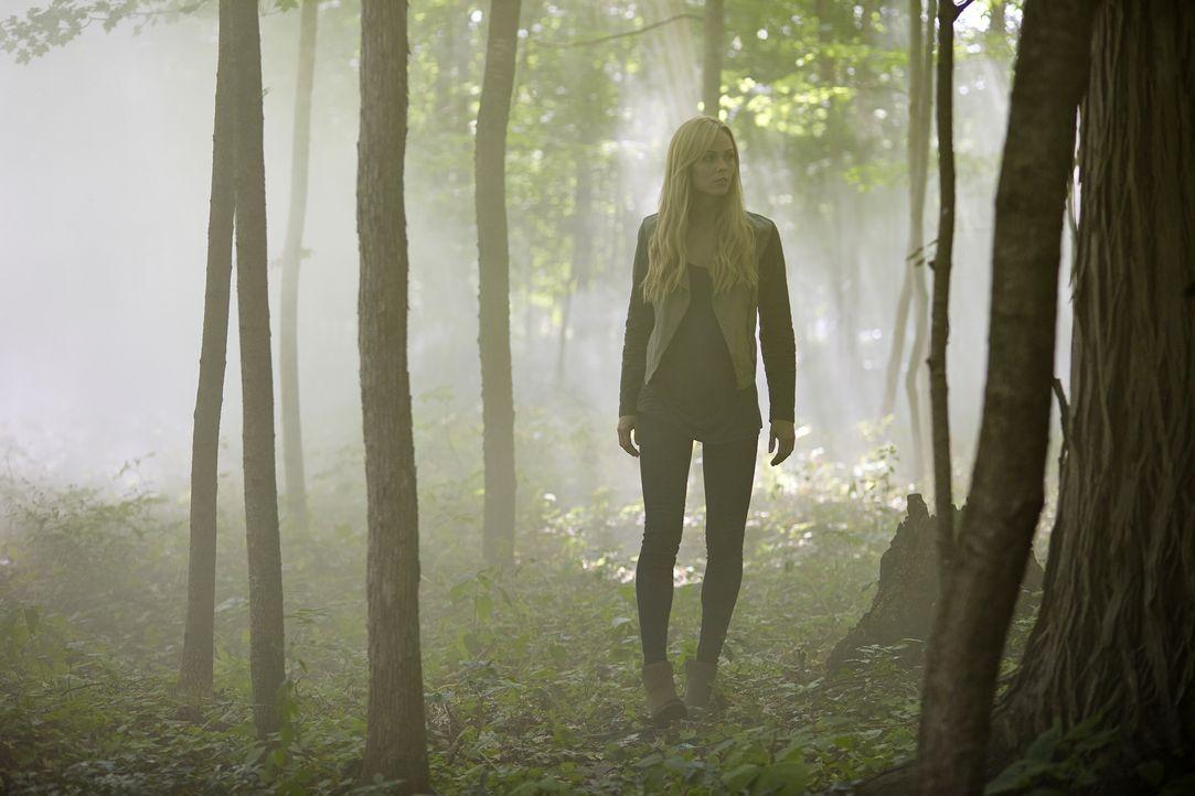 Wagt sich auch in unbekannte Gefilde: Elena (Laura Vandervoort) ... - Bildquelle: 2015 She-Wolf Season 2 Productions Inc.