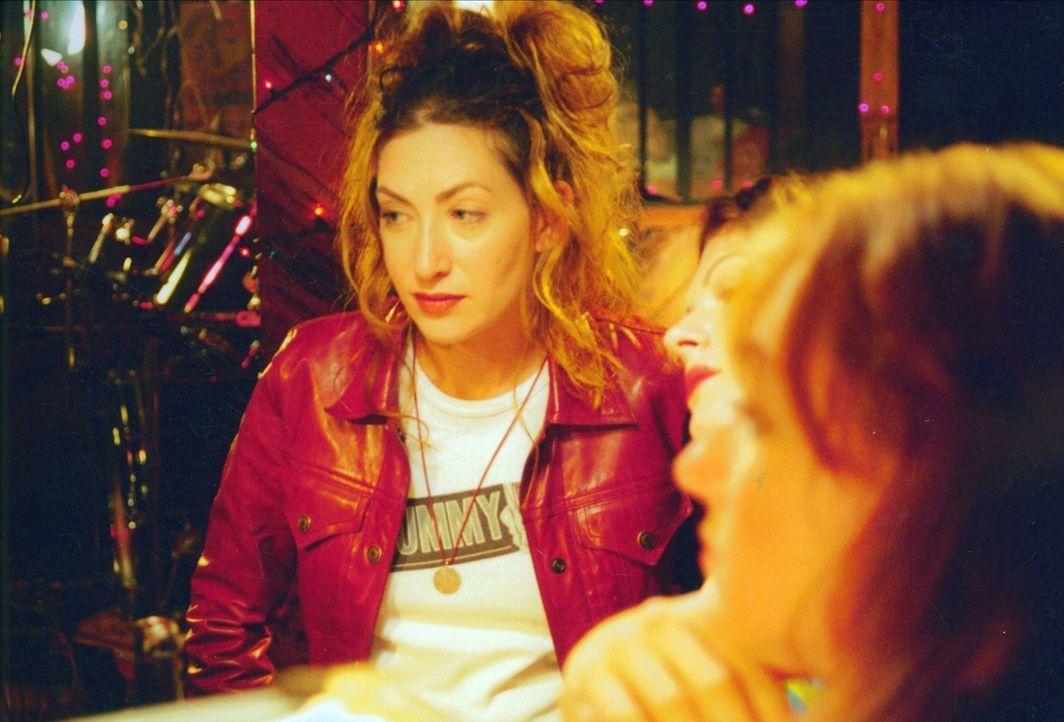 """Jessica (Annabelle Gurwitch, l.) führt gerade ein sozialwissenschaftliches Projekt zum Thema """"100 Tage und Nächte ohne Sex"""" durch. Versuchskaninchen... - Bildquelle: Kali Films"""