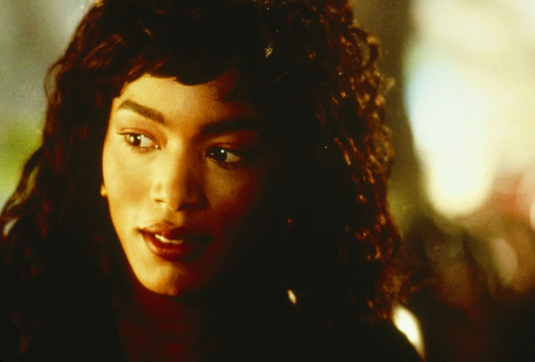 Im Zuge der Ermittlungen stößt Rita (Angela Bassett) auf ihre eigene Familiengeschichte ... - Bildquelle: Paramount Pictures