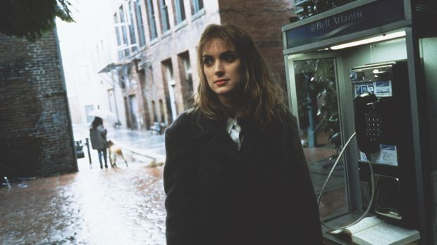 Nach wilden Jugendjahren hat Maya (Winona Ryder) im Katholizismus inneren Fri...