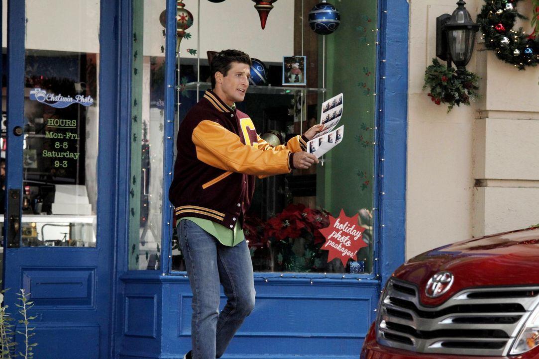 Tessa reist zu ihrer Mutter nach New York, während Ryan (Parker Young) herausfindet, dass er adoptiert wurde ... - Bildquelle: Warner Brothers
