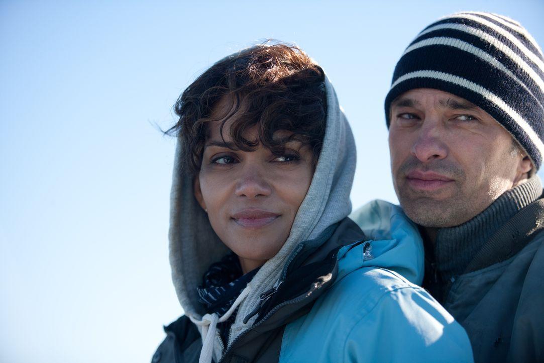 Wie weit werden Kate Mathieson (Halle Berry, l.) und Jeff (Olivier Martinez, r.) gehen? - Bildquelle: Magnet Media Group USA; MMP Dark Tide UK; Film Afrika Worldwide (Pty) Limited South Africa
