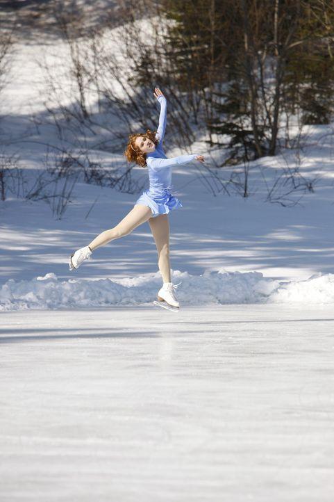 Eines Tages hat die blutjunge Eiskunstläuferin Lexi (Taylor Firth) einen schweren Unfall, der sie erblinden lässt. Während sie versucht, ihren Al... - Bildquelle: 2010 Stage 6 Films, Inc. All Rights Reserved.
