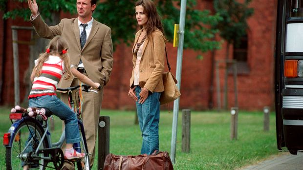 Nur mit einer Reisetasche bepackt, startet Johanna (Bettina Zimmermann, r.) e...