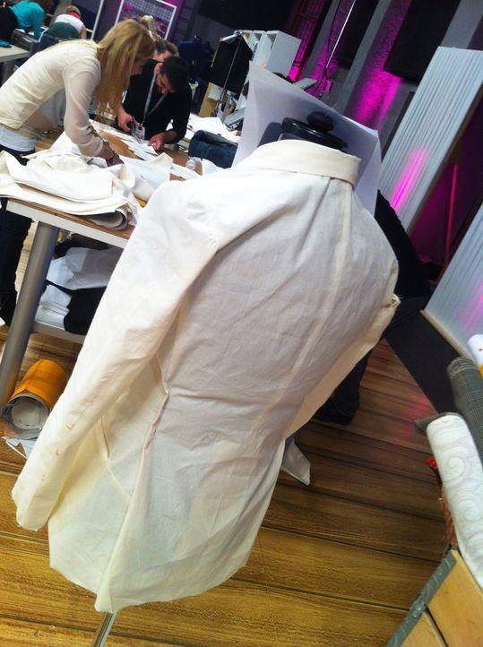 Fashion-Hero-Epi01-Backstage-Emanuel-Bell - Bildquelle: Emanuel Bell