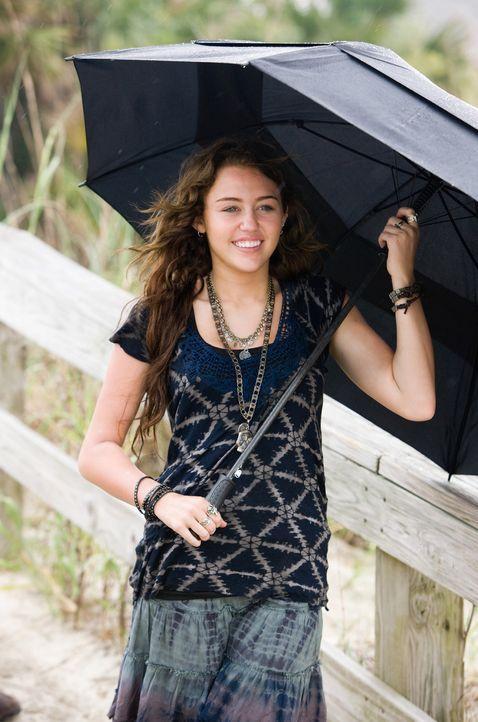 """Gegen ihren Willen muss die 17-jährige Veronica """"Ronnie"""" Miller (Miley Cyrus) die Ferien bei ihrem Vater in einem kleinen Küstenstädtchen in North C... - Bildquelle: Sam Emerson SMPSP Touchstone Pictures.  All Rights Reserved"""