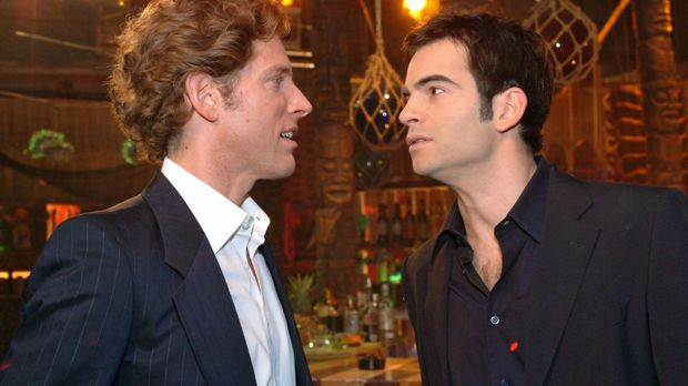 Lars (Clayton M. Nemrow, l.) und David (Mathis Künzler, r.) begegnen sich zuf...