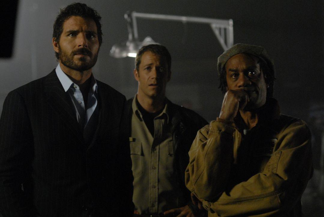 Stehen vor einem Rätsel: Nathan Stark (Ed Quinn, l.), Jack Carter (Colin Ferguson, M.) und Henry Deacon (Joe Morton, r.) ... - Bildquelle: Universal Television