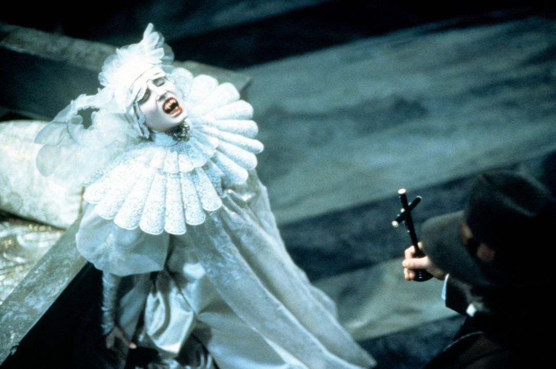 Minas Freundin Lucy Westenra (Sadie Frost) ist zum Vampir geworden - und wird nun zur ewigen Ruhe gezwungen ... - Bildquelle: Columbia Pictures